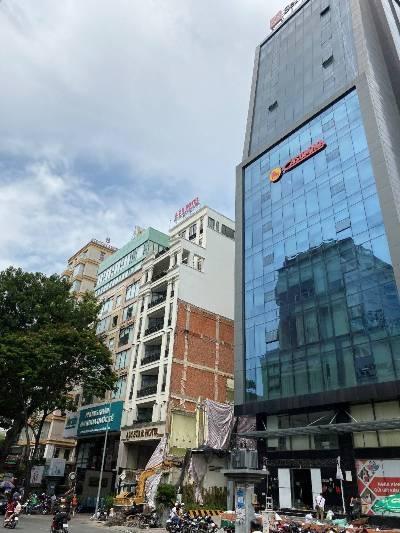 """Thành phố Hồ Chí Minh: """"Xây giếng"""" trong nhà phố, câu hỏi đến bao giờ mới được trả lời?"""