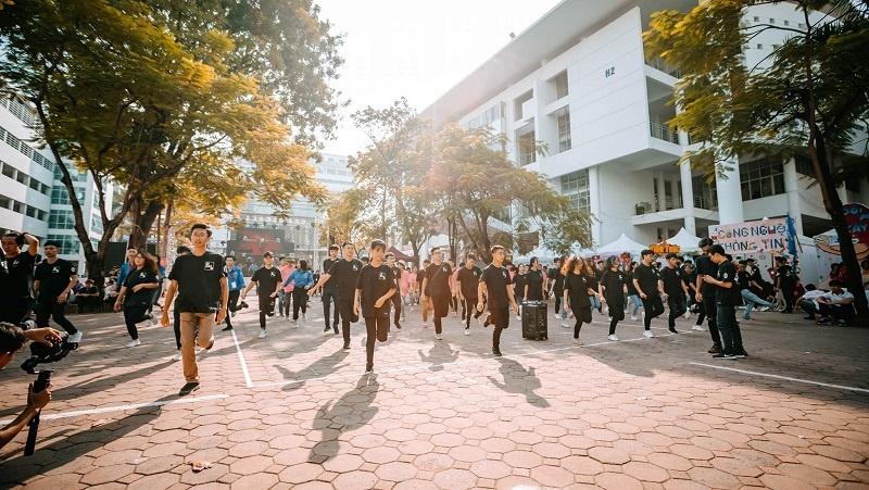 Thầy và trò trường Đại học Xây dựng chung tay vun đắp một ngôi trường đầy tình nhân ái