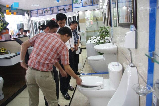Người làm thương mại thiết bị vệ sinh: Cần thay đổi nhận thức