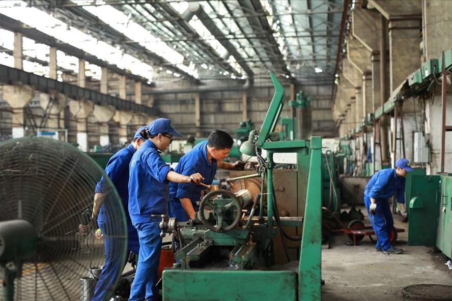 Chưa tăng lương tối thiểu vùng năm 2021: Trước mắt là bảo vệ việc làm cho người lao động