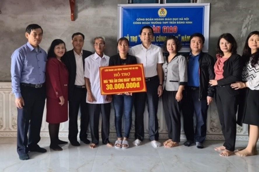 Bàn giao nhà Mái ấm Công đoàn cho đoàn viên ngành Giáo dục Hà Nội