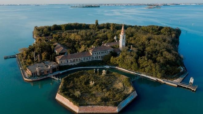 Quá khứ u ám của hòn đảo bỏ hoang ở Italy