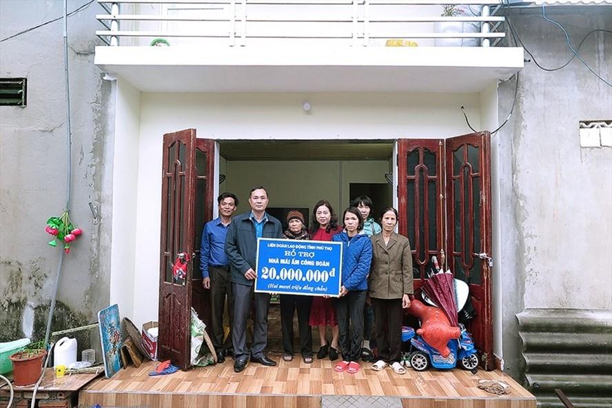 Phú Thọ: Trao 20 triệu giúp đoàn viên sửa chữa nhà mái ấm công đoàn