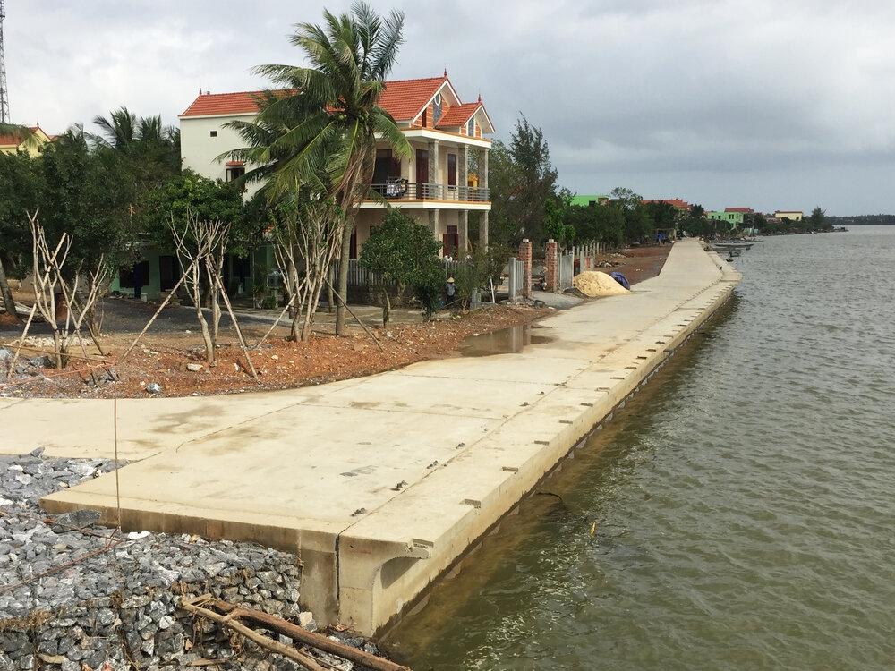 Quảng Bình: Tuyến kè sông 20 tỷ đồng vừa làm xong đã bị nứt