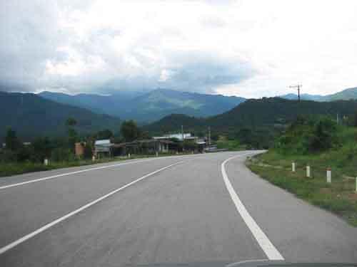 Chuẩn bị thông xe đoạn đầu tiên đường cao tốc Nội Bài - Lào Cai