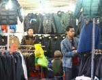 Hà Nội sôi động thị trường quần áo rét