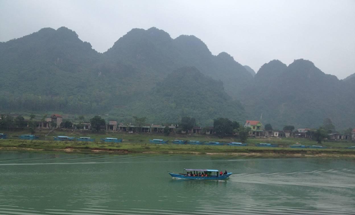 Quảng Bình: Chuyện dân thiếu nước sạch, nhà máy nước dở dang tại Phong Nha