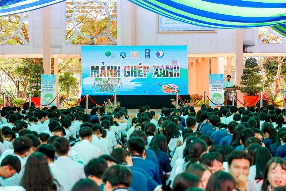 """Hơn 1.000 học sinh tham gia ghép tranh """"Mảnh ghép xanh"""" với thông điệp bảo vệ rừng ngập mặn"""