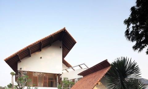Ngôi nhà có mái kỳ lạ như sắp sập gây 'nghiện' ngay khi nhìn