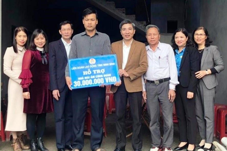 """LĐLĐ Ninh Bình: Hỗ trợ CNLĐ 90 triệu đồng xây nhà """"Mái ấm Công đoàn"""""""