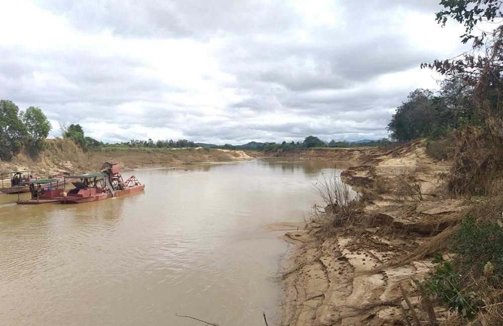 """Đắk Lắk: Người dân bất an vì nạn """"cát tặc"""" gây sạt lở ruộng vườn"""