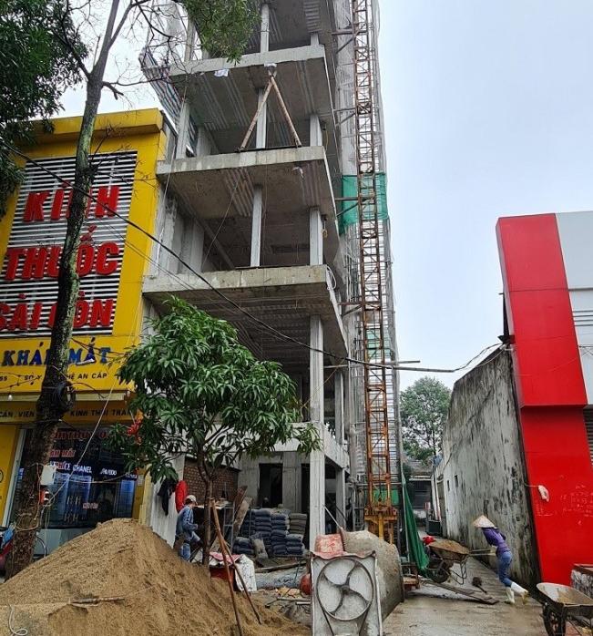 Thành phố Vinh: Đình chỉ thi công công trình xây dựng vượt giấy phép 2 tầng