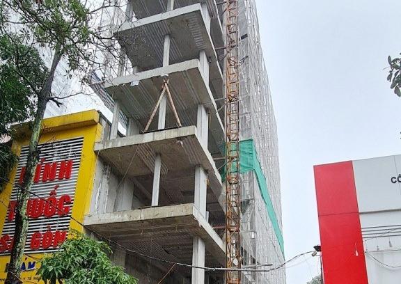 Thành phố Vinh : Xử phạt 15 triệu đồng vì đã xây dựng tòa nhà vượt giấy phép 02 tầng
