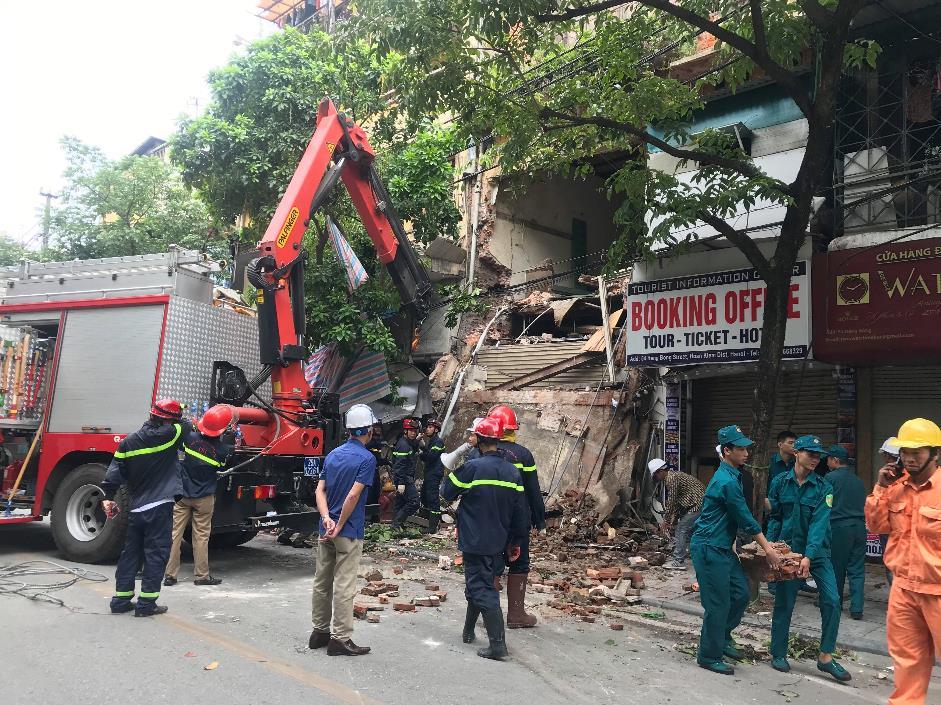 Hà Nội: UBND quận Hoàn Kiếm thông tin về vụ sập nhà 56 Hàng Bông