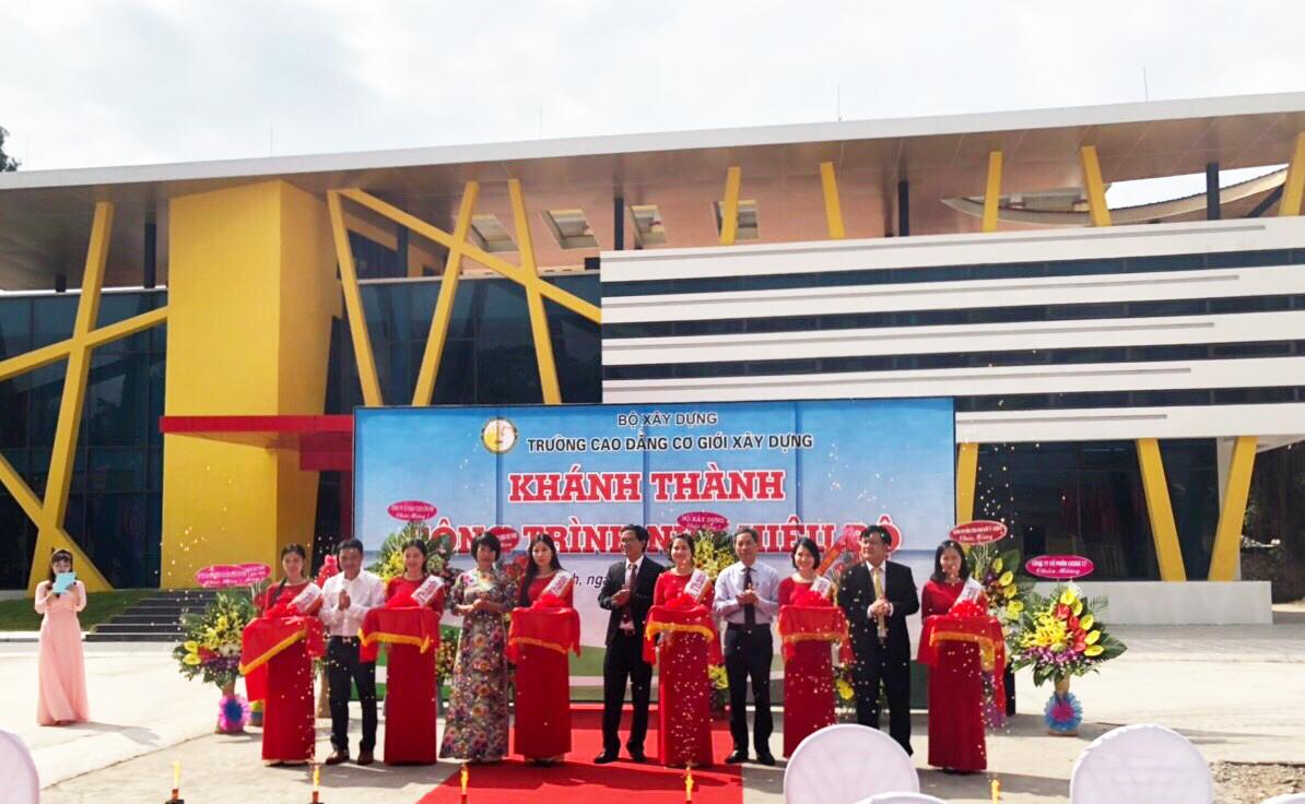 Thứ trưởng Nguyễn Đình Toàn dự lễ khánh thành nhà hiệu bộ Trường Cao đẳng Cơ giới Xây dựng