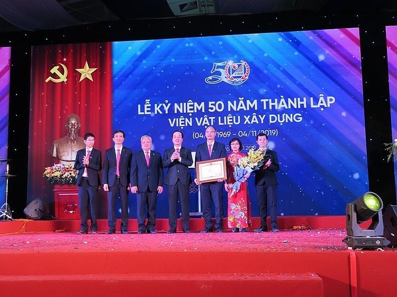 Viện Vật liệu xây dựng đón nhận bằng khen của Thủ tướng Chính phủ