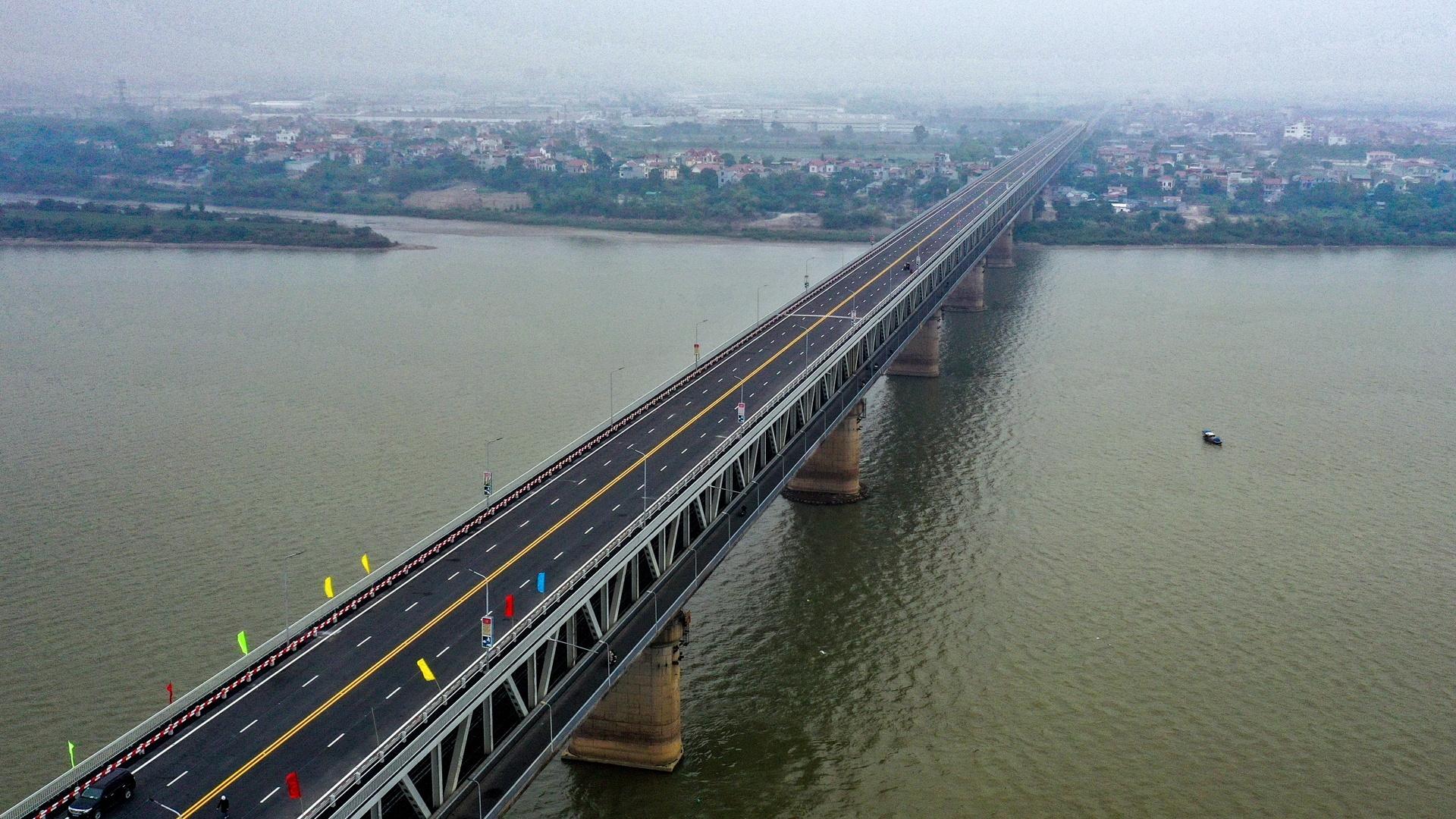Trải nghiệm cung đường cầu Thăng Long sau cải tạo