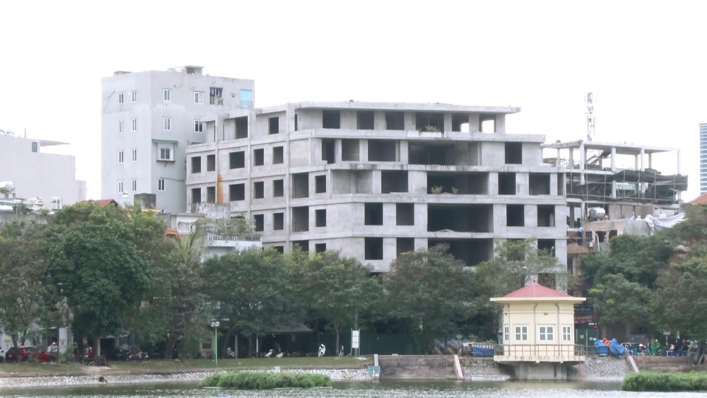 """Hà Nội: Vì sao dự án công trình của ngân hàng Vietinbank bị bỏ hoang trên mảnh """"đất vàng""""?"""
