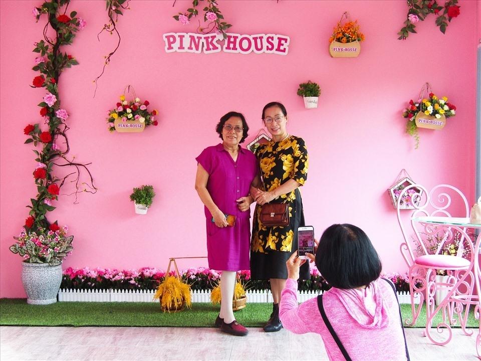 Ngôi nhà màu hồng ở Làng hoa Sa Đéc thu hút nhiều du khách gần xa