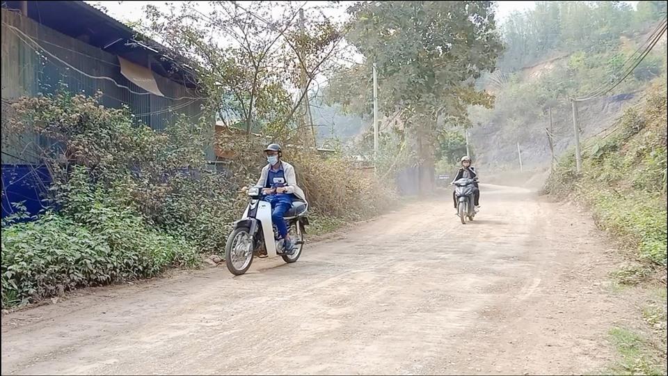 """Điện Biên: Dự án chậm tiến độ, dân khổ vì """"nắng bụi mưa lầy"""""""