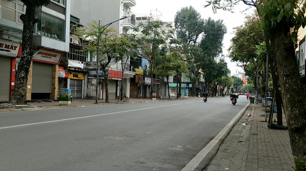 Đường phố Hà Nội ngày đầu tiên thực hiện cách ly toàn xã hội