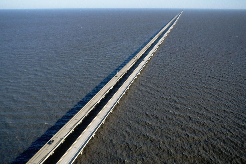Cây cầu dài gần 40 km bắc qua hồ nước nổi tiếng ở Mỹ