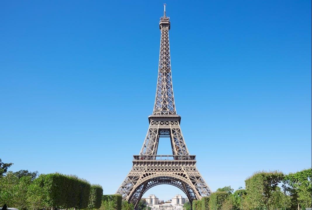 Tại sao tháp Eiffel lại cao thêm 17 cm vào mùa hè?