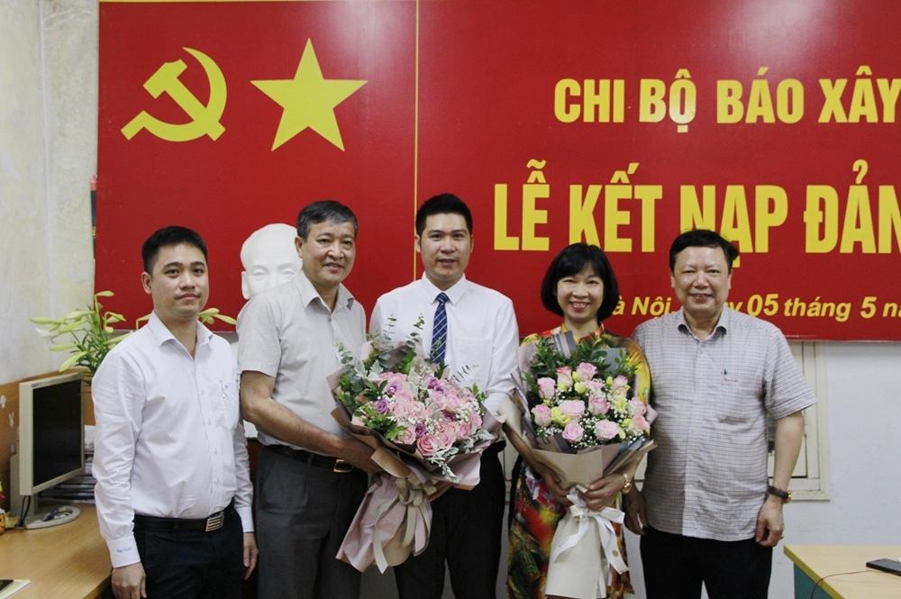 Chi bộ Báo Xây dựng kết nạp Đảng viên mới