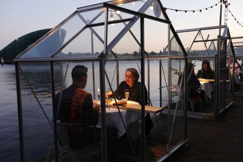 Nhà hàng xây nhà kính nhỏ cho thực khách ngồi cách xa tránh dịch