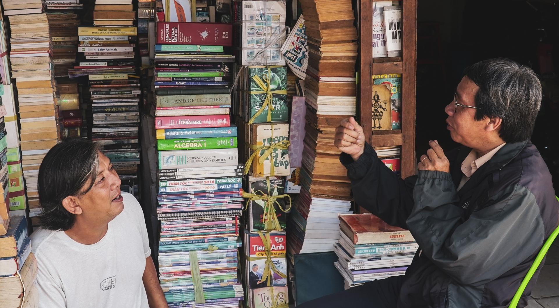 Ghé thăm phố sách cũ có tuổi đời hàng chục năm ở TP.HCM
