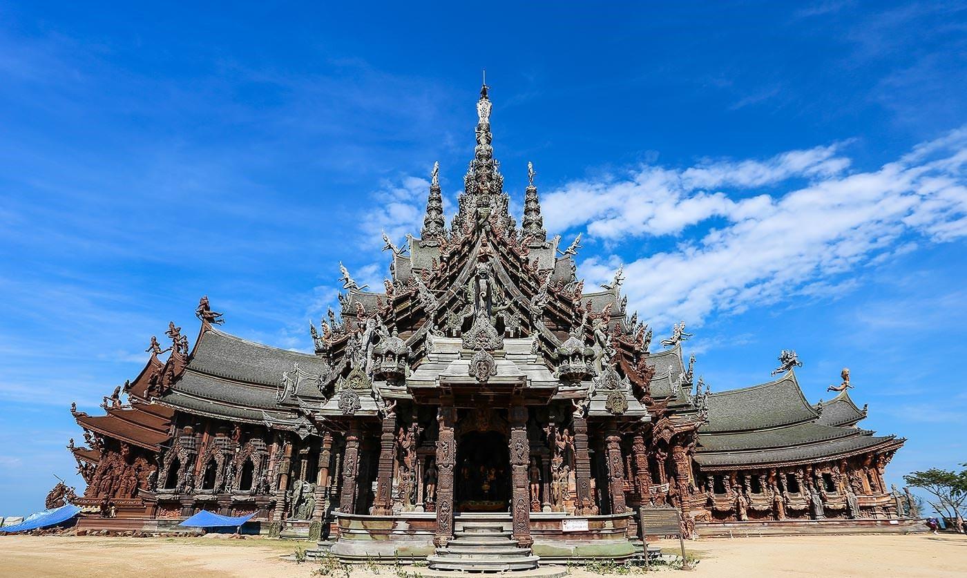 Ngôi đền được xây dựng hoàn toàn bằng gỗ tại Thái Lan