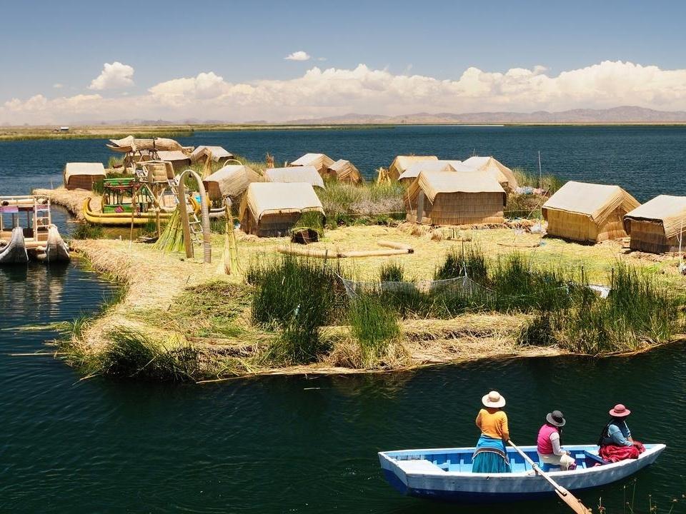 Người dân Peru xây dựng quần đảo từ cỏ dại