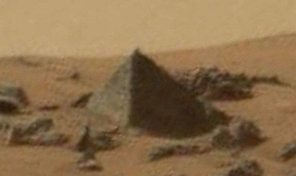 """Phát hiện """"kim tự tháp"""" xuất hiện trong video sao Hỏa của NASA"""