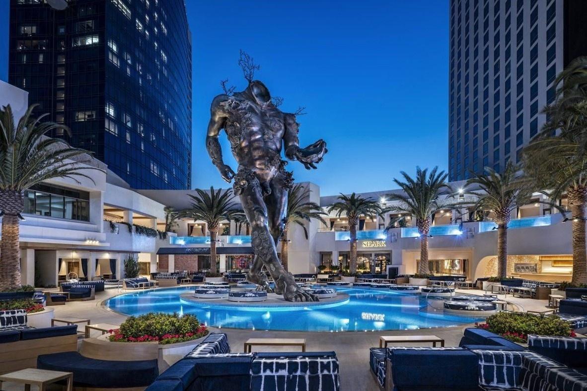 Có gì bên trong phòng khách sạn đắt bậc nhất thế giới?