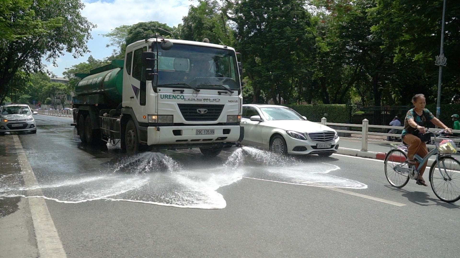 Vụ chi 114 tỷ để rửa đường ở Hà Nội: 'Tôi rất ủng hộ'