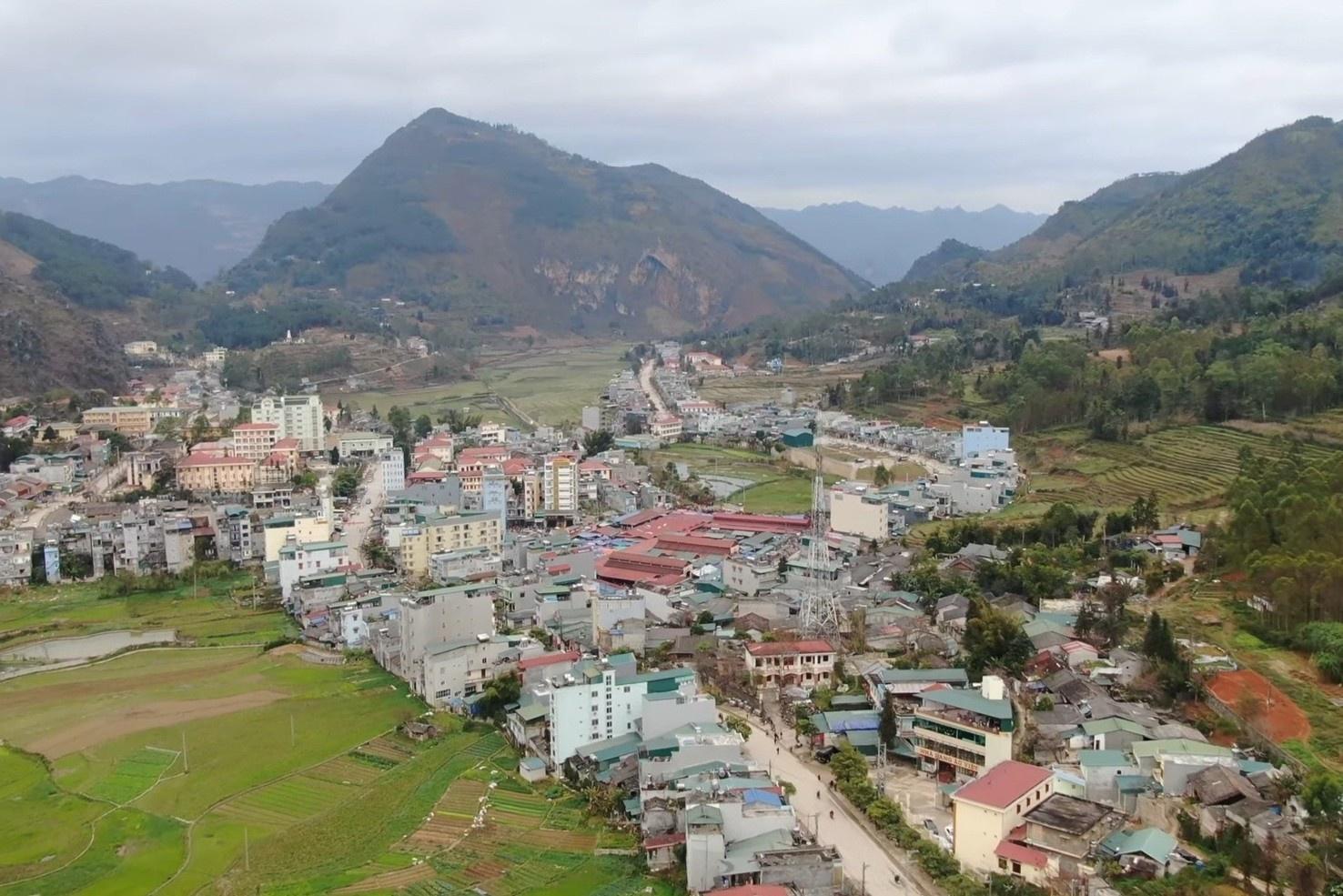 Thị trấn vùng Tây Bắc yên bình giữa cao nguyên đá
