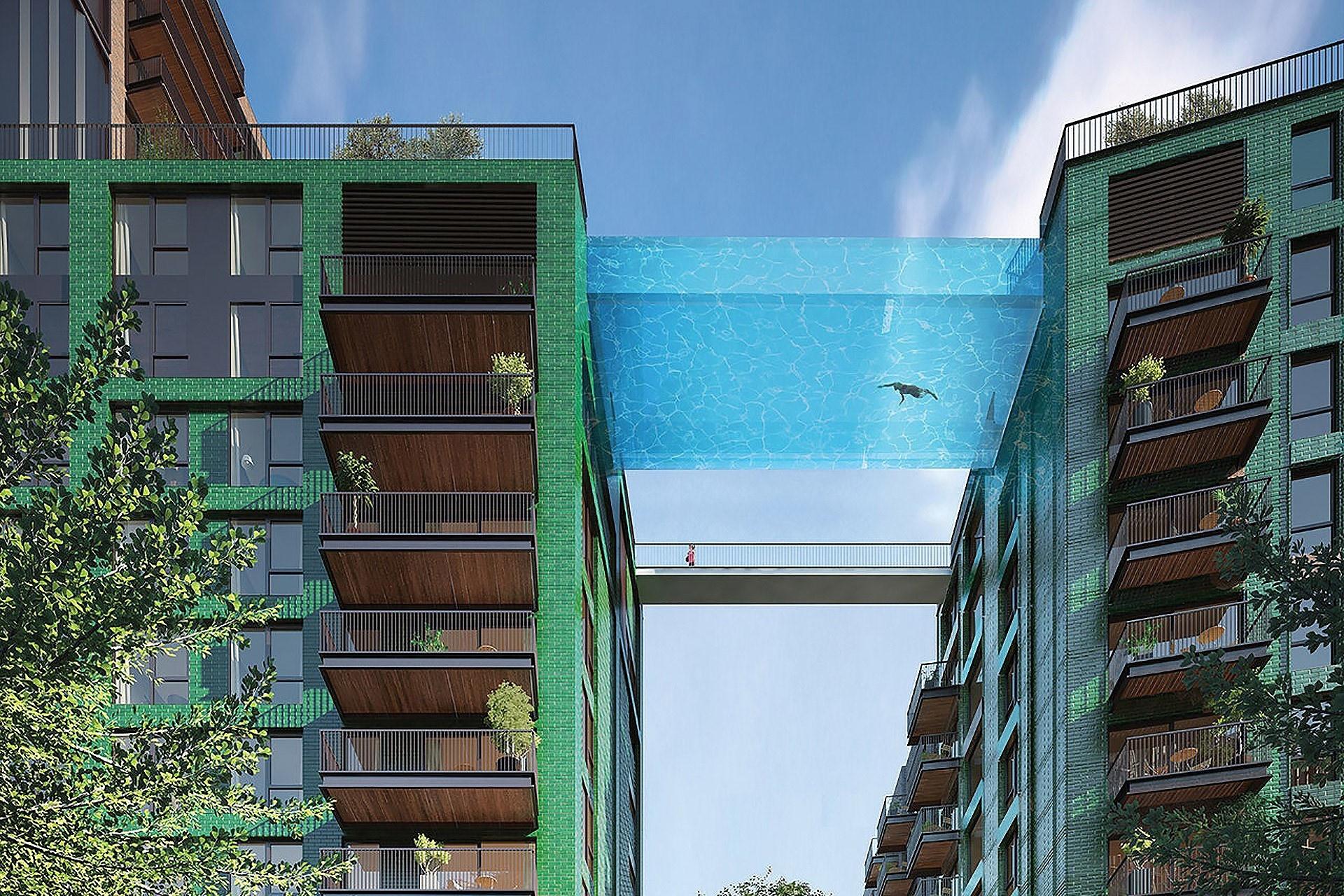 Bể bơi trong suốt treo giữa hai tòa nhà ở Anh
