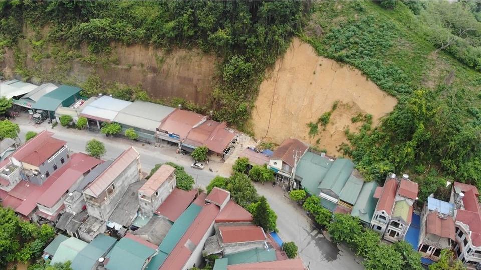 """Chuyện ở Lào Cai: """"Đánh cược"""" mạng sống, cố bám trụ lại vùng sạt lở"""