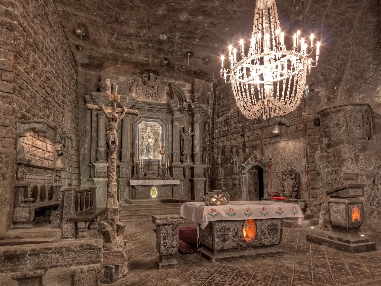 Thánh đường cổ xây dựng hoàn toàn bằng muối ở Ba Lan