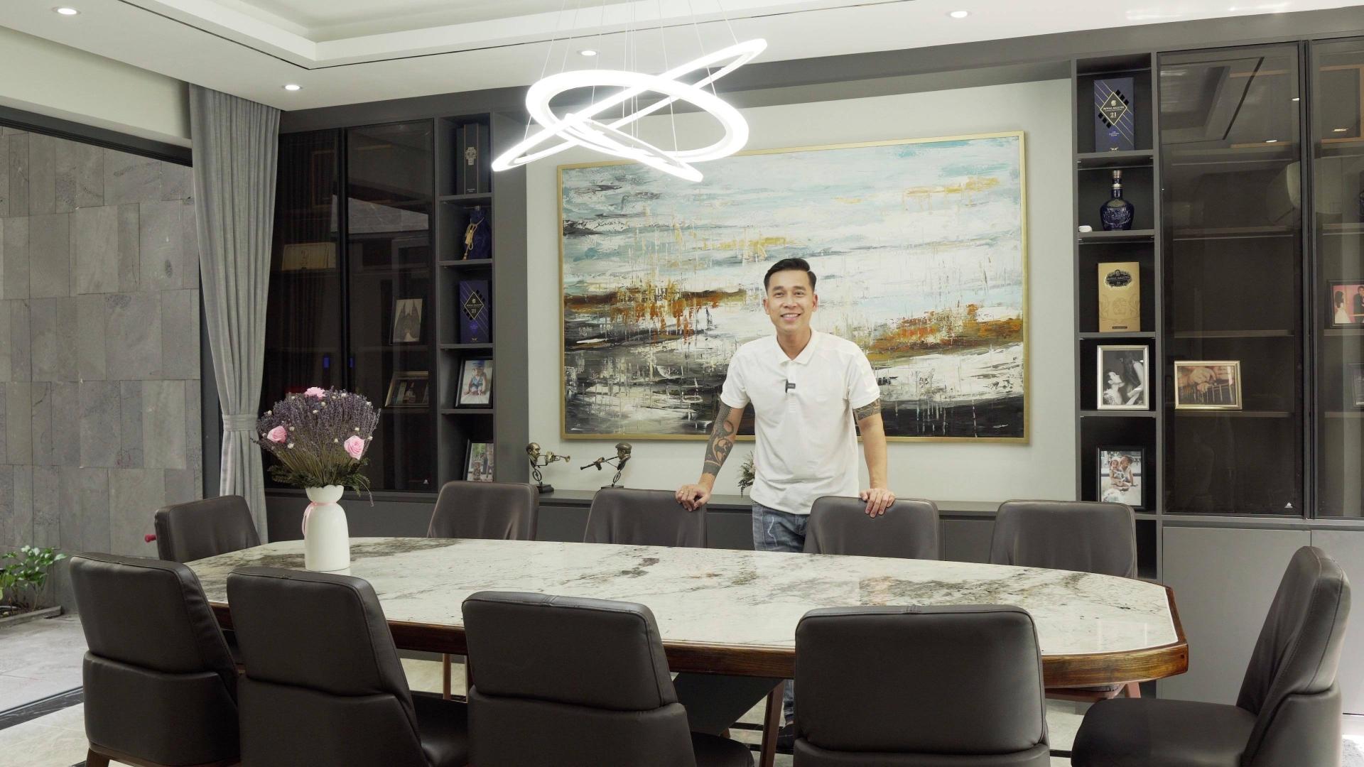 Nhà 8 tầng hơn 40 tỷ đồng của ca sĩ Lê Hoàng (The Men)