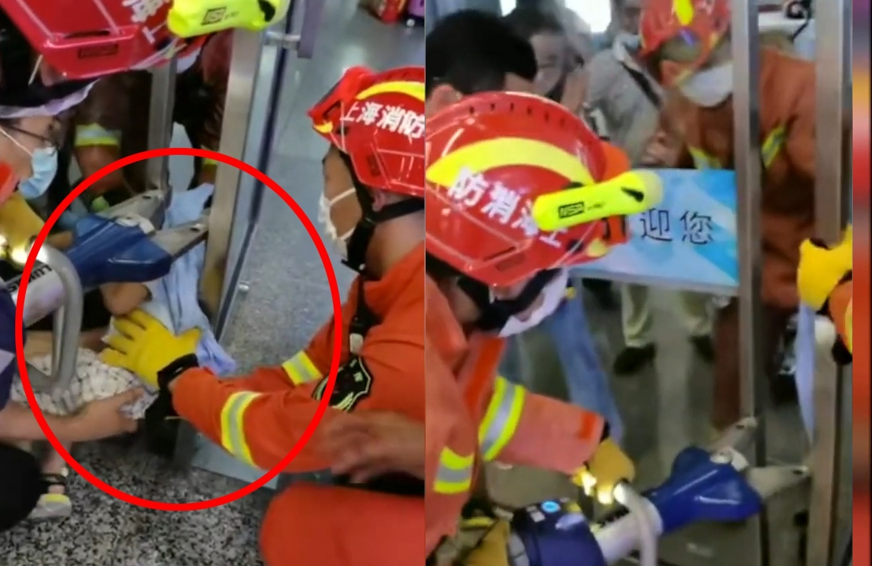 Giải cứu cậu bé TQ bị kẹt đầu giữa hai cửa kính