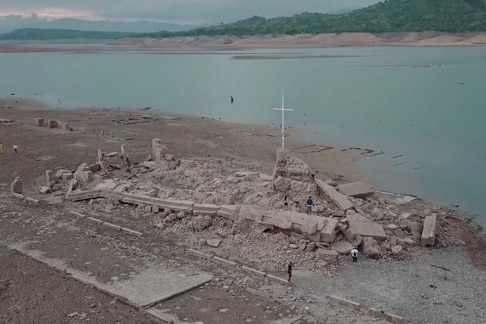 Thị trấn cổ nổi lên sau 50 năm chìm dưới nước