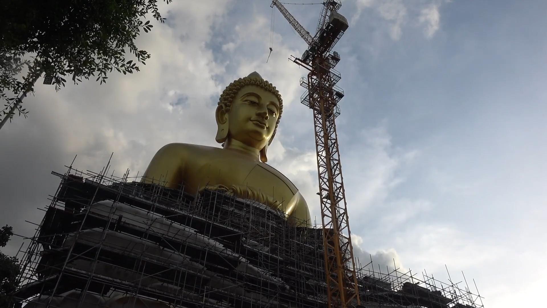 Tượng Phật khổng lồ cao bằng tòa nhà 20 tầng ở Thái Lan