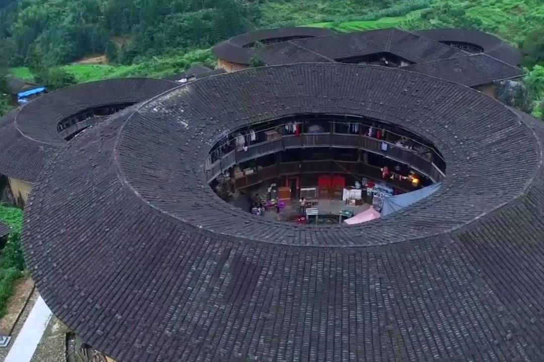 Thổ lâu gần 1.000 năm tuổi xuất hiện trong phim Mulan