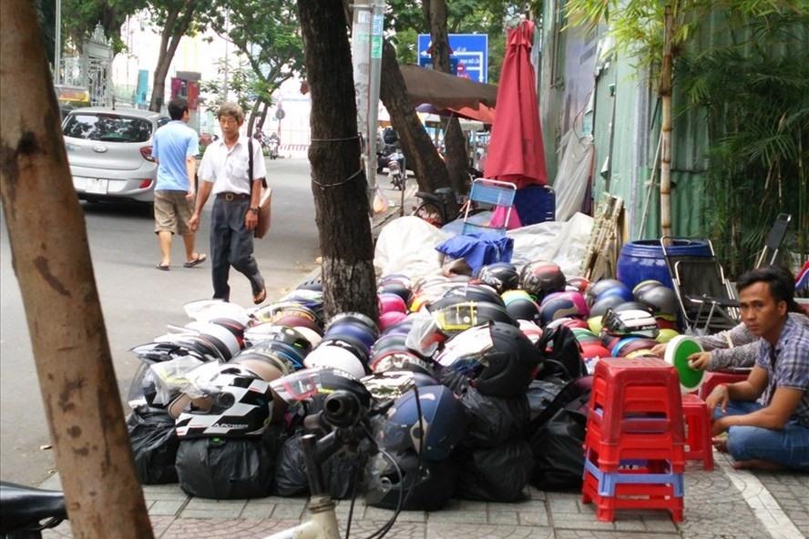 Cuộc chiến giành lại vỉa hè: Chưa dẹp sạch đã tái chiếm nghiêm trọng hơn
