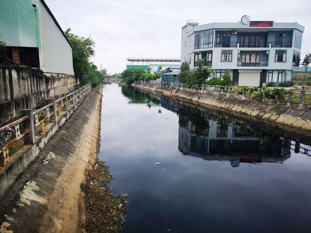 """Thái Bình: Sông Đoan Túc bị """"bức tử"""", gần 2.000 dân khốn khổ """"trốn"""" ô nhiễm"""