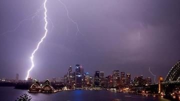 Bão lớn ở Sydney làm cháy tháp chuông, 20.000 hộ dân bị mất điện