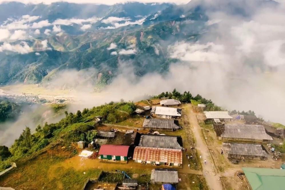 Thôn làng trên đỉnh núi cao, ẩn hiện dưới biển mây ở Việt Nam