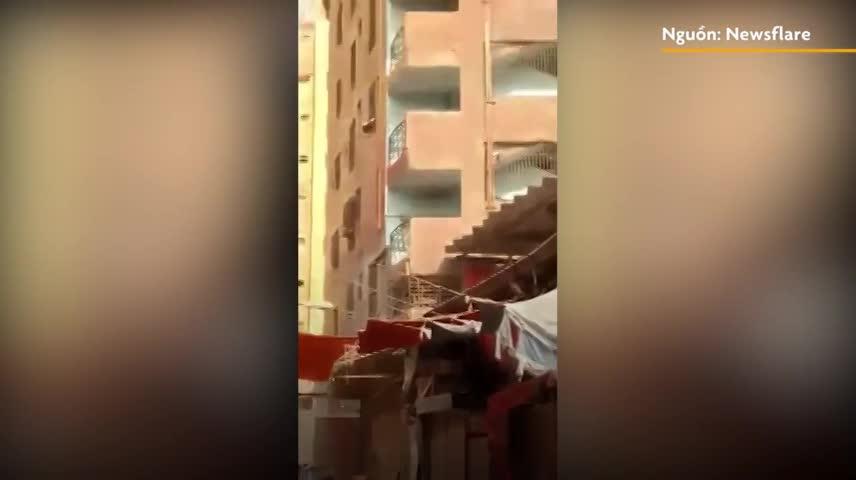 Tòa chung cư sập đổ chỉ trong chớp mắt ở Pakistan