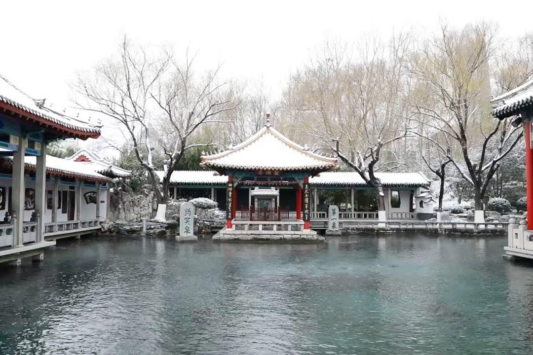 Thành phố có 800 con suối ngập trong tuyết